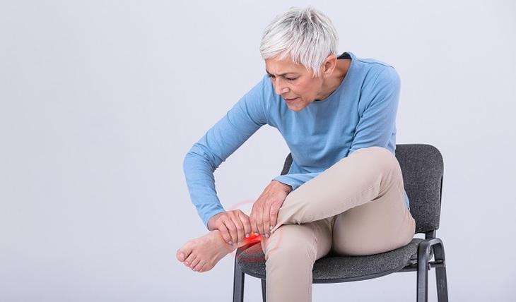 Эксперт рассказал, какие проблемы стоп угрожают пожилым людям