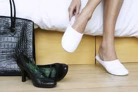 Боль в ногах, кривой каблук: главные признаки начинающегося плоскостопия