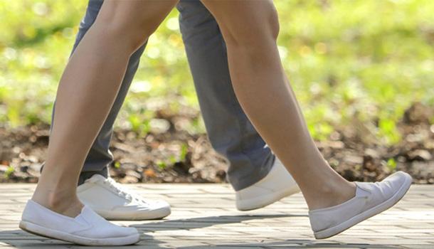 За неправильной походкой может скрываться целый набор проблем со здоровьем